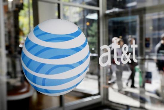 AT&T (T) в минвушем квартале сократил чистую прибыль