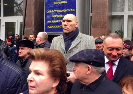 (КРЫМСКИЕ) Депутаты инициировали референдум о статусе Крыма