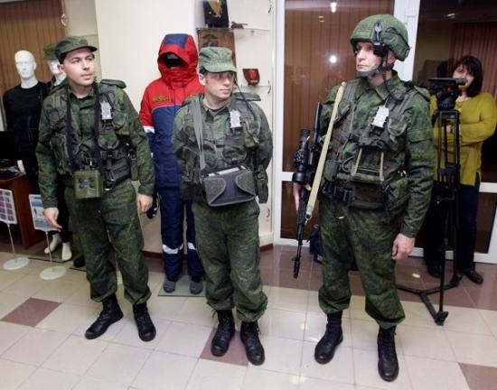 Суммарный объем поставок российских вооружений по итогам 2013 года составил 15,7 млрд дол + Боевая экипировка нового поколения для ВС РФ проходит цикл войсковых испытаний