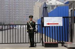 Напряженная неделя американо-китайских переговоров начинается с побега китайского заключенного. Что будет с ценами на нефть?