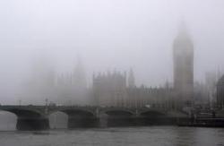 Полдень на мировых финансовых рынках: британские дожди, плохие показатели и количественное смягчение
