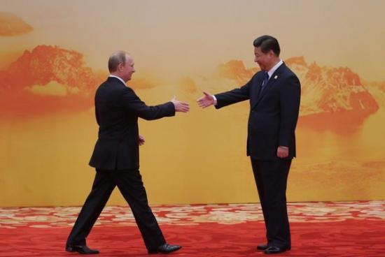 Против доллара: Россия хочет принять участие в китайском банке развития AIIB