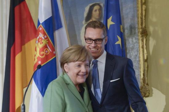 Меркель опасается расслоения Евросоюза из за антироссийских санкций.