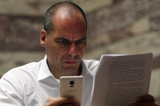 Греция: процесс в отношении бывшего министра финансов Вароуфакиса по обвинению в государственной измене.