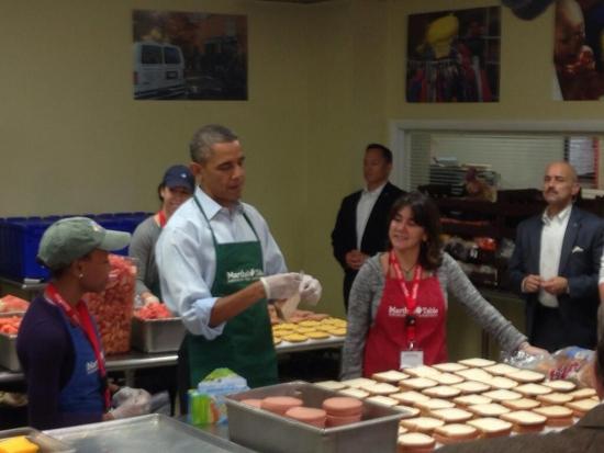 Обама готовится жёстко накормить хотдогами