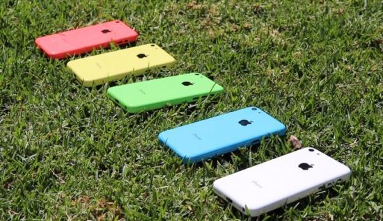 """Поможет ли Apple новый """"дешевый"""" iphone 5c?"""