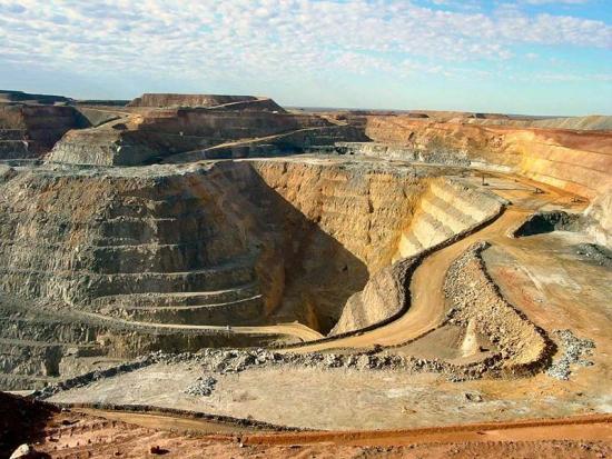 Gold Fields ежедневно теряет по 1,4 тыс унций золота из-за забастовки 15 тыс рабочих на руднике KDC West в ЮАР