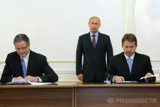 "Акции ""Роснефти"" растут против рынка на корпоративных новостях"