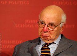 Пол Волкер: QE3 не стимулирует инфляцию