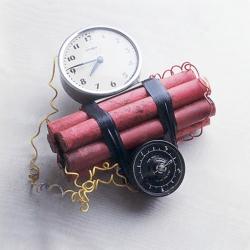Таймер взрывного механизма японской «долговой бомбы» запущен
