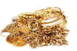 "Золото растет в цене на ажиотаже вокруг ""ювелирки"""
