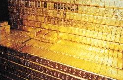 Золото просело против своего 2-месячного максимума на фоне сильного USD
