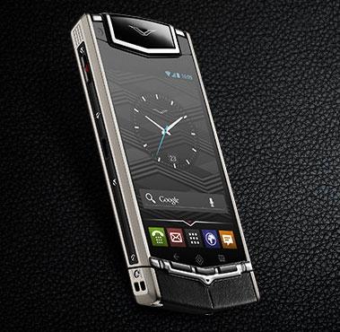Новая модель телефона от Vertu. Теперь владельцев 5ых айфонов можно официально называть нищебродами.