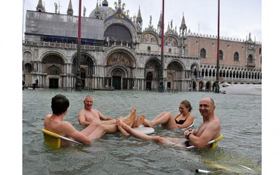 Венецию чуть-чуть подтопило