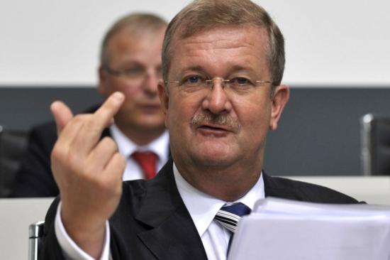 "Жанр: Боевик, Триллер, Драма, Криминал. Сериал  ""Volkswagen vs Porsche"""