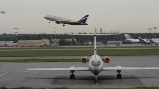 Внутренние авиарейсы хотят сделать дешевле международных