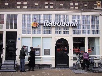 Второй голландский банк -Rabobank(после ABN AMRO)закрывает золотые счета.