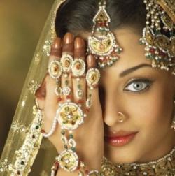 В связи с контрабандой золота в Индию,Пакистан запрещает импорт золота для начала на месяц.
