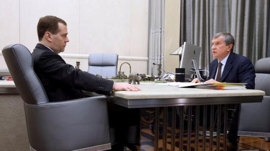 Д. Медведев и  И. Сечин о ФР: «Фишкой, как принято говорить. Голубой.»