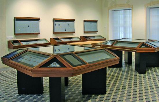 6 октября: открывается Музей нумизматики ЛУКОЙЛа.