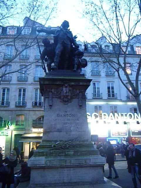 Маленький революционный Париж