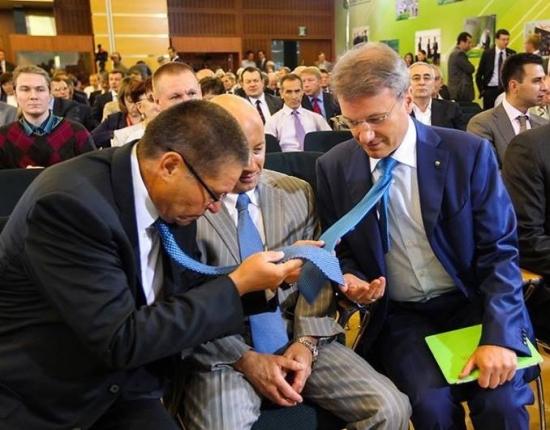 Герман, сколько ты знаешь способов завязывать галстук?