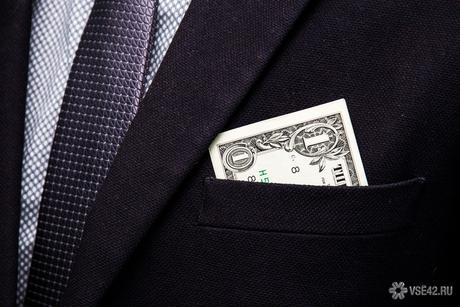 """Банк """"Тинькофф"""" за свою ошибку потребовал с клиентов деньги"""