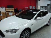 В Украине донецкий безработный первым купил электромобиль Tesla.