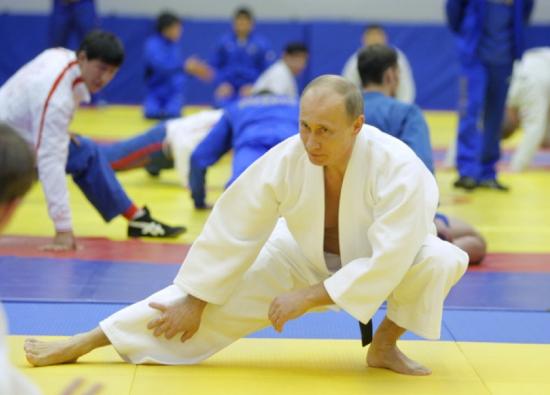 Кто хочет сместить Асада и зачем? Почему Россия не будет воевать за Сирию?  Почему сдали Ливию? В чем же сверхцель действий РФ? Циничный расчет российских чеболей или прием дзю-до?