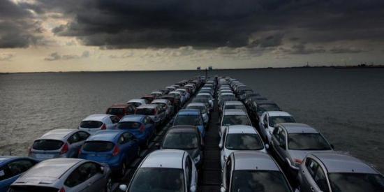Продажи машин в Европе упали до минимума с 1990 года
