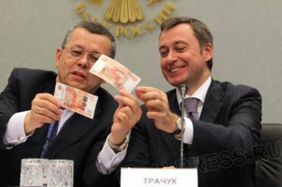 Московский банк Сбербанка приостанавливает прием купюр достоинством 500 и 5000 рублей.