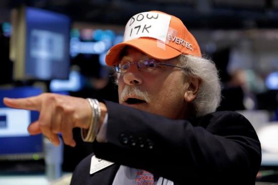 5 акций, которые вытянули Dow к 17000