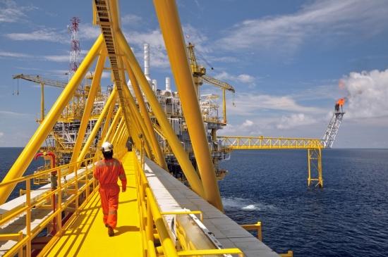 Обзор рынка: Европейские индексы снижаются, фунт ослаб, нефть подорожала, рынки ждут продления пакта ОПЕК