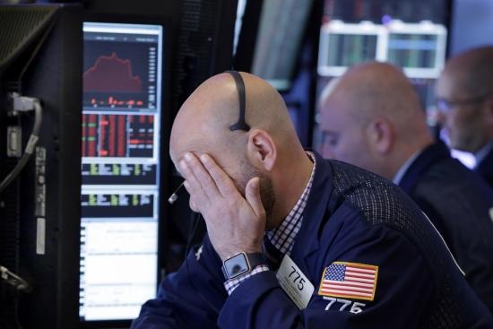 Обзор рынка: Европейские индексы снижаются, фунт и доллар под давлением, энергетические компании дешевеют после заявления ОПЕК
