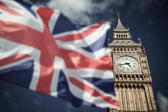 Обзор рынка: Британские индексы выиграли от снижения фунта, облигации дорожают, Банк Англии не обещает роста ставок