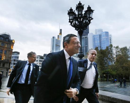 Обзор рынка: Европейские индексы снижаются, евро подорожал после оптимистичного выступления Марио Драги