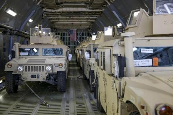 В украину прибыли армейские Хамеры