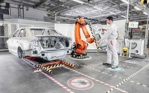 Снижение стоимости роботов поможет вернуть производство автомобилей из Китая в США