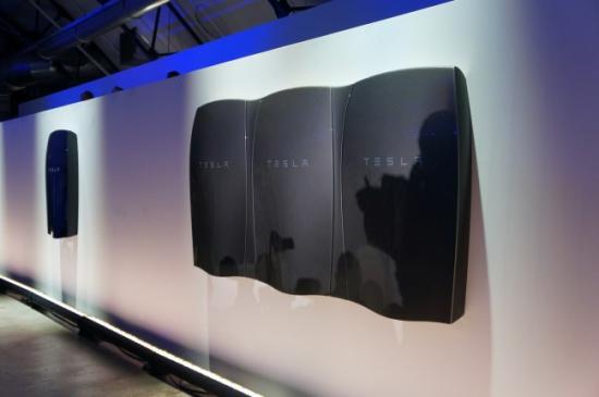 Компания Tesla (TSLA) представила домашний аккумулятор Powerwall