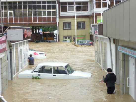 Сочи затопило. Машины смыло в море! Где жить трейдеру в Сочи?
