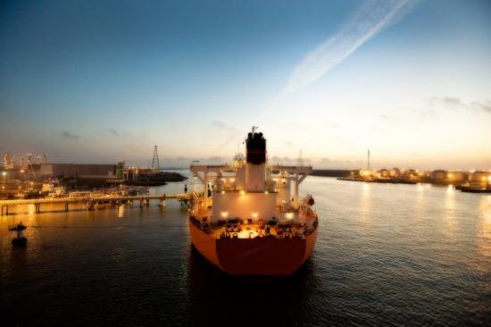 Первый контракт на экспорт нефти из США