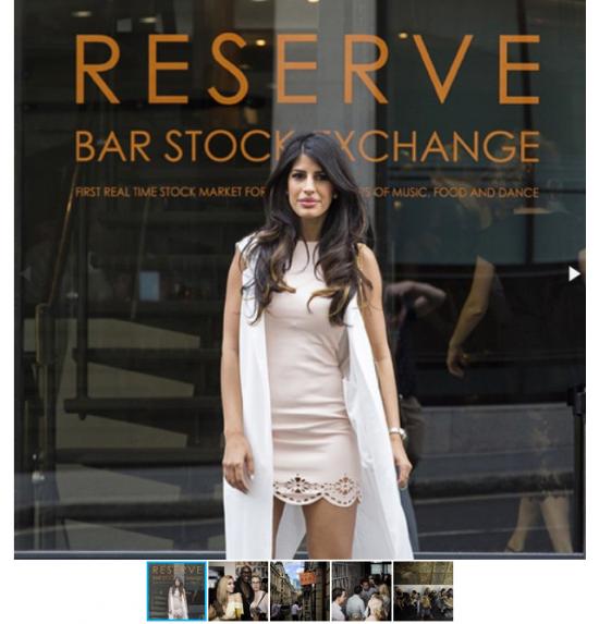 Лондонский бар для инвесторов с биржевыми котировками на алкоголь