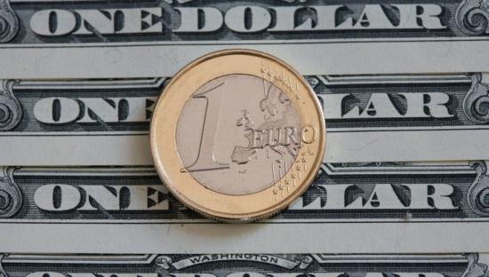 EUR/USD: фундамент давит в шорт.