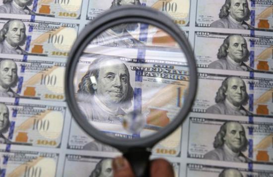 В ожидании очень важных новостей валюту покупают