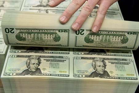 После пяти дней снижения валюту снова начали покупать