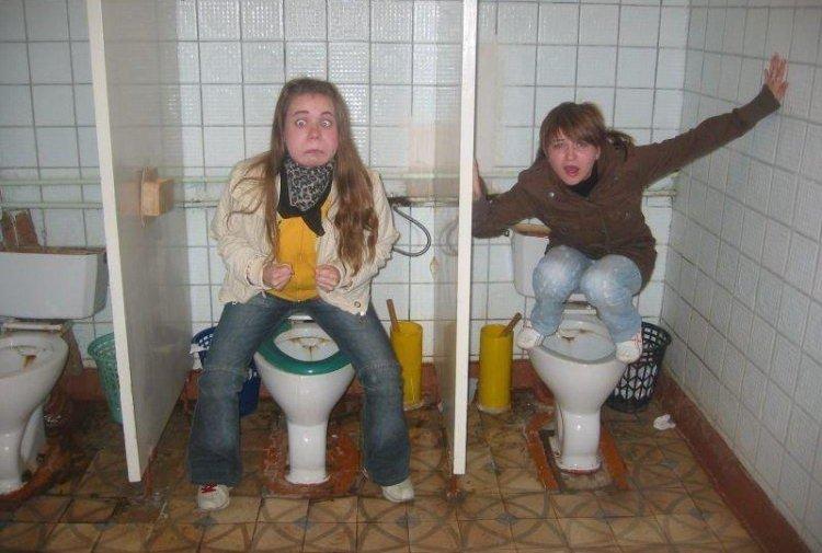 Что делают женщины в туалете — photo 2