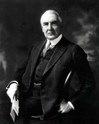 Президент США проиграл на бирже состояние и оставил долги,  свидетели его смерти - жена  и личный врач генерал Сойер - скончались  вскоре после президента.
