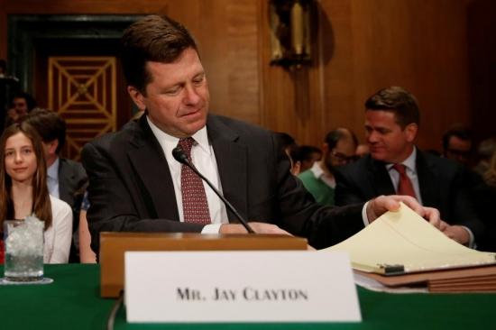 Глава SEC Джей Клейтон прояснил статус Биткоина и напугал скаммеров