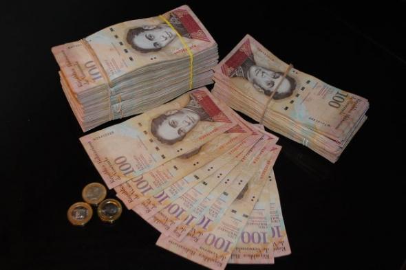 Курс венесуэльского боливара к доллару США упал за сутки на 26%