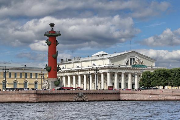 А вы вообще Санкт-Петербургскую биржу видели? Показываю